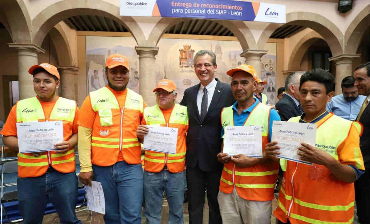Reconoce López Santillana labor de cuadrillas de limpieza