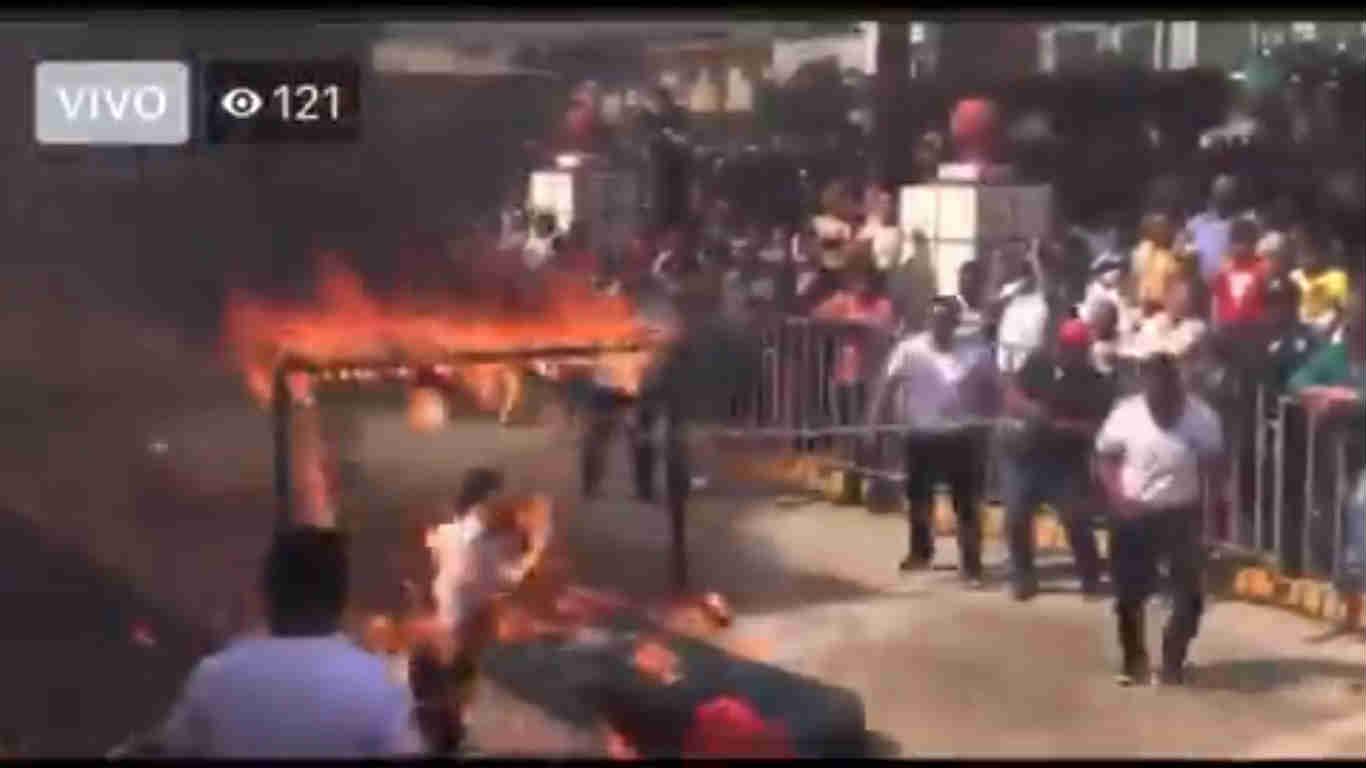 Falla policía en acrobacia…¡y se incendia!