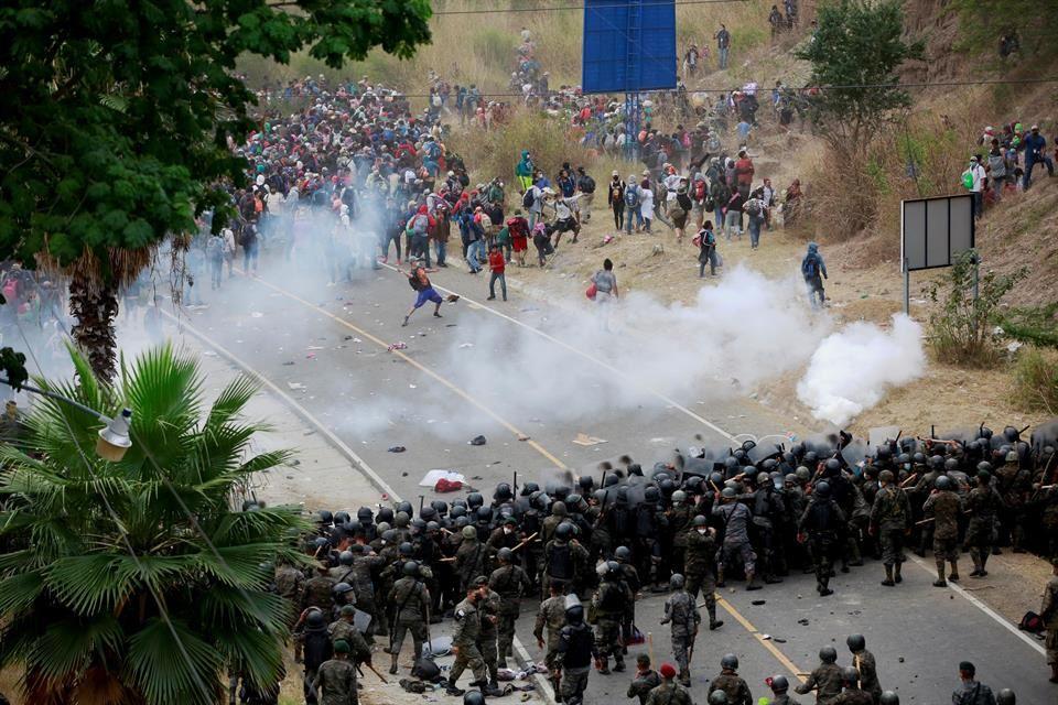 Ataca ejército de Guatemala a miles de migrantes hondureños