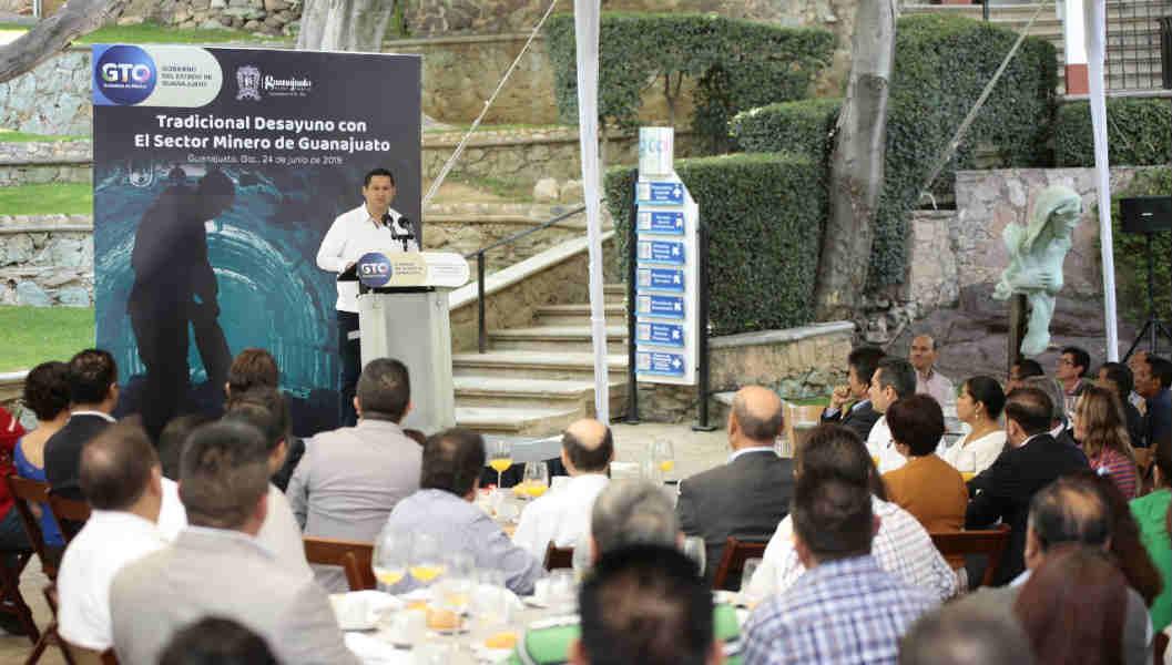 Ofrece Diego Sinhue atención integral a la industria minera