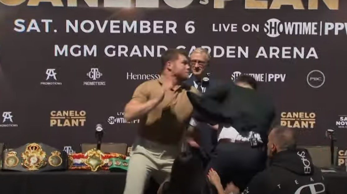 Se trenzan Canelo y Caleb durante presentación de pelea