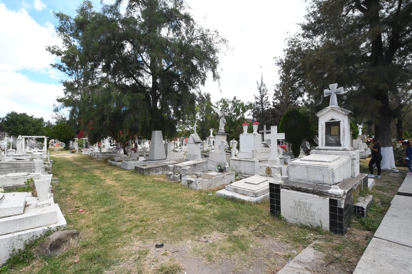 Abrirán panteones en Irapuato durante Día de Muertos