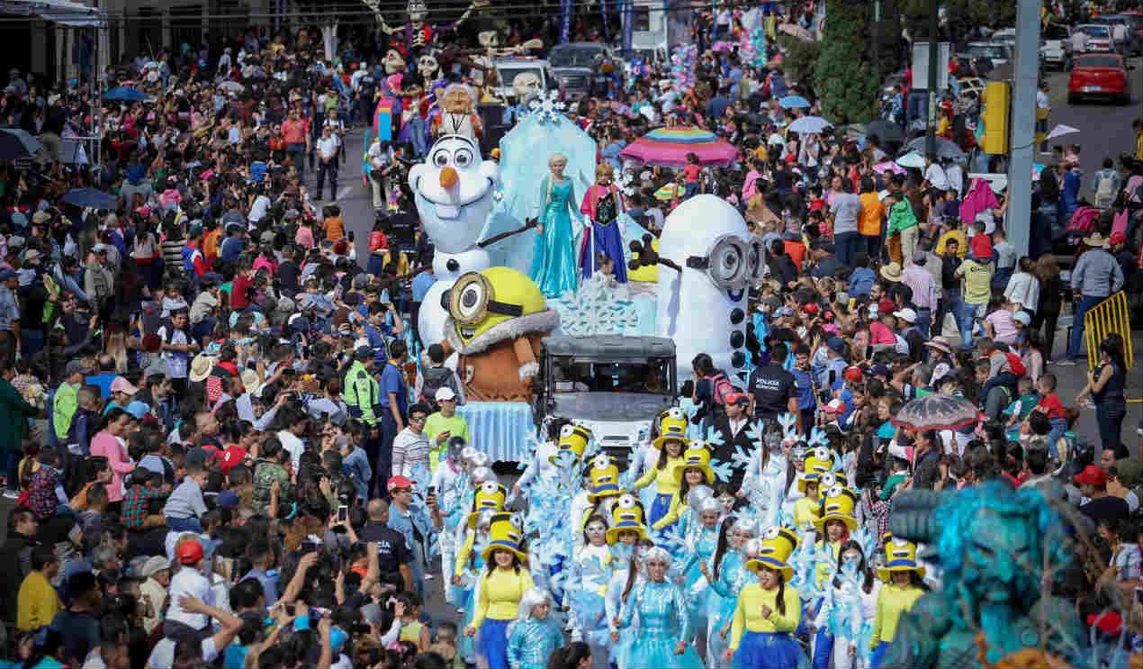 Disfrutan 80 mil personas de desfile en León
